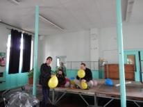 Patrice, Laurette et Yvon gonflent les ballons